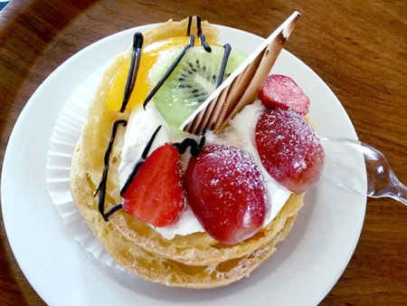 french choux fruit filled pastry